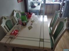 出售自家用餐桌