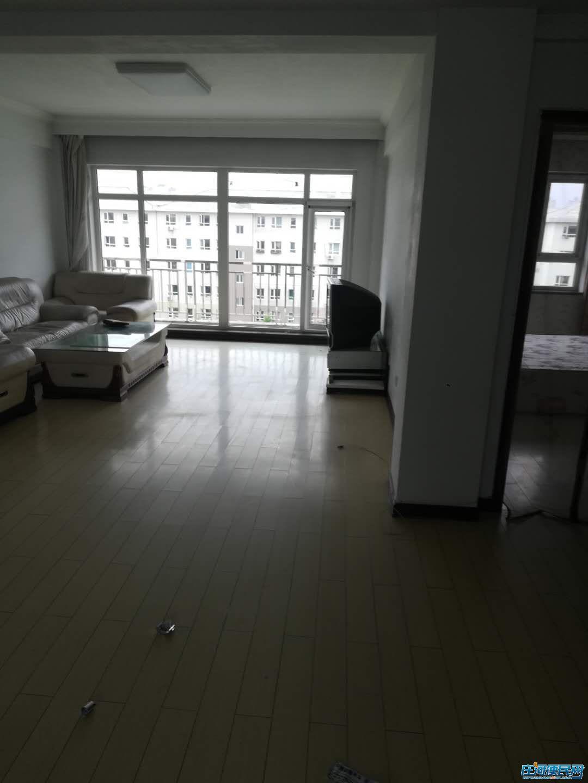 市政府附近三室两厅两卫出租